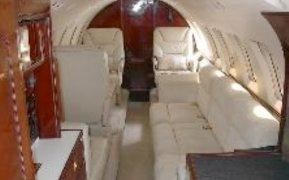 Hawker 700